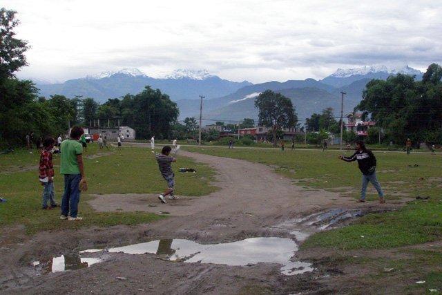 """'世界の野球""""ヒマラヤを北に臨む国ネパールの野球 第16回「ネパールの雨季」6月~9月の3ヶ月間、雨季となるネパール。そこで今回はネパールの雨季の状況、そして雨季がもたらす野球への影響を紹介しています。… https://t.co/PBLyYV198F"""