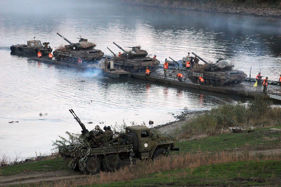 Россия перебросила в Новоазовск два грузовика и автобус с военными ВС РФ, - ГУР Минобороны - Цензор.НЕТ 149