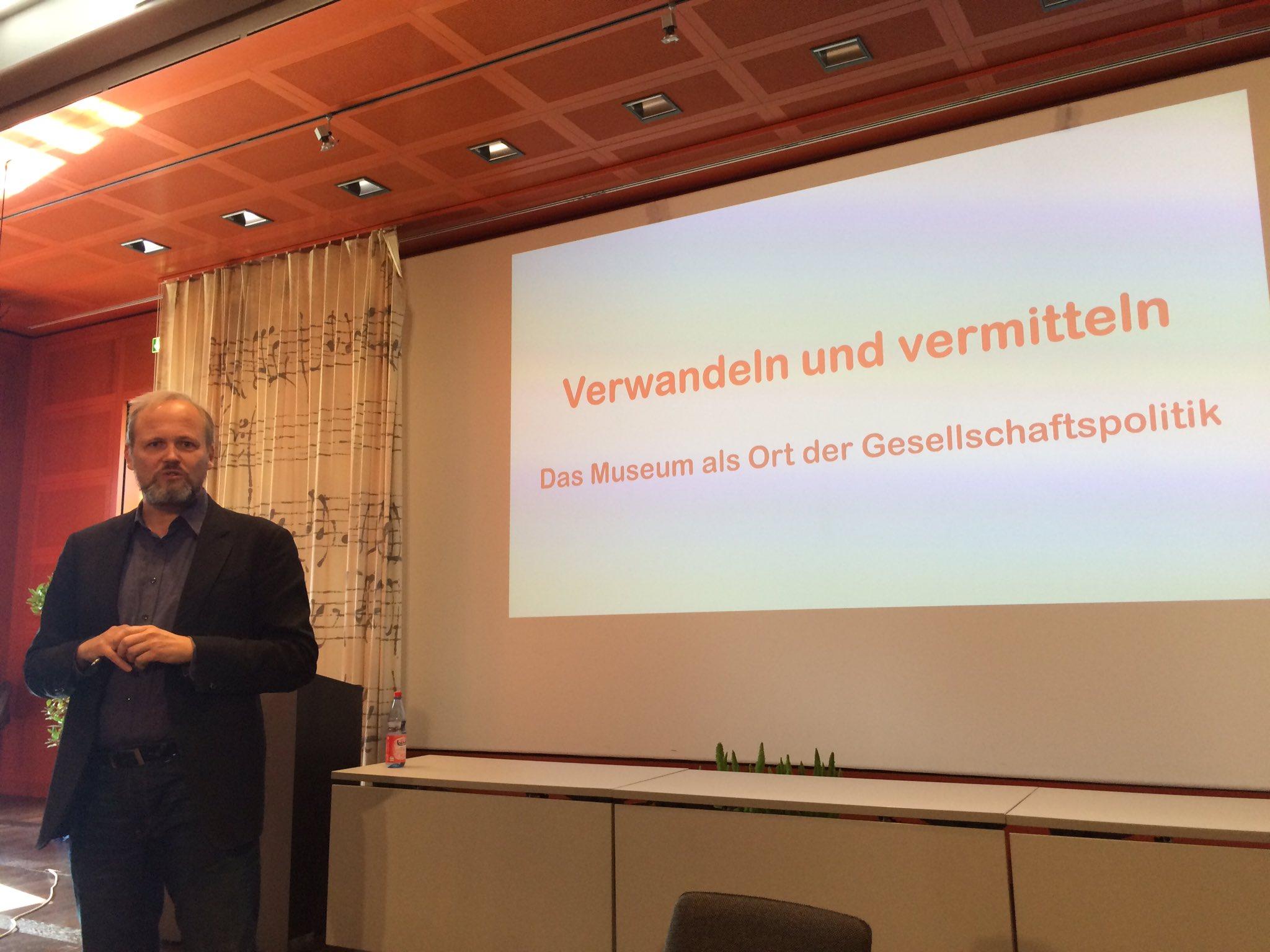 Heute zu Gast #DDSS16: Wolfgang Ullrich @ideenfreiheit Museum als Ort der Gesellschaftspolitik?! https://t.co/ufb05yMuzZ