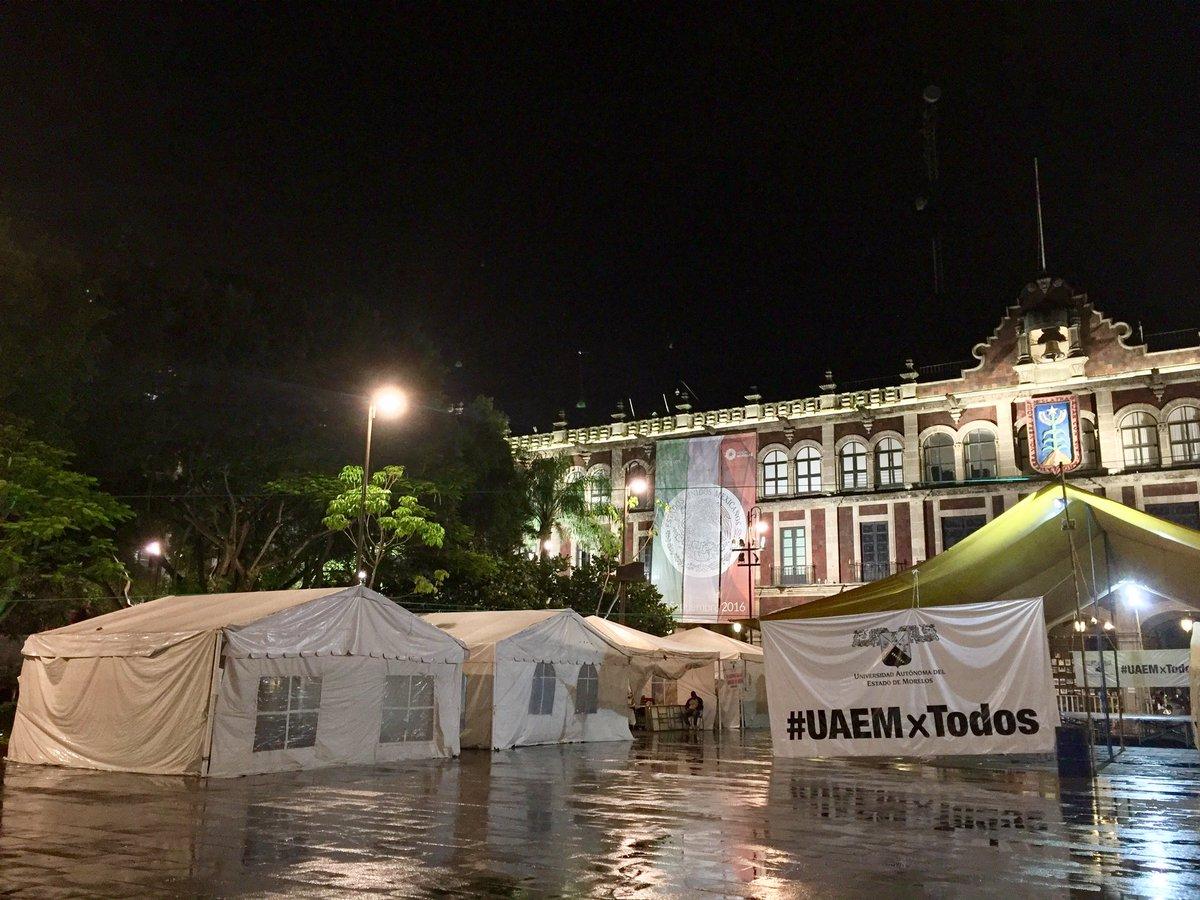 Así amanece el plantón #UAEMxTodos en esta lluviosa mañana de martes... https://t.co/izELeb2MOn