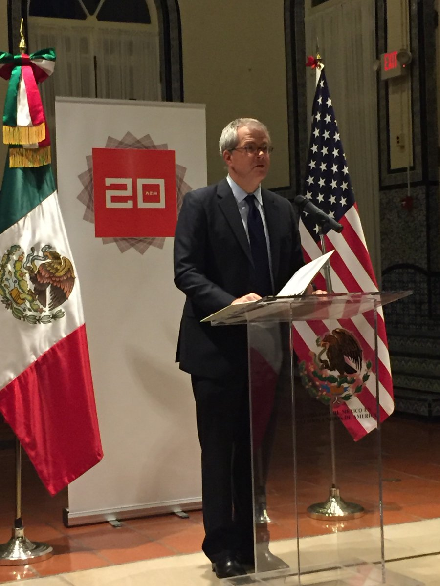 Through #TPP and #HLED, we will grow together, trade together, and compete together to strengthen the American and Mexican economies. https://t.co/lLyIB6bUOs