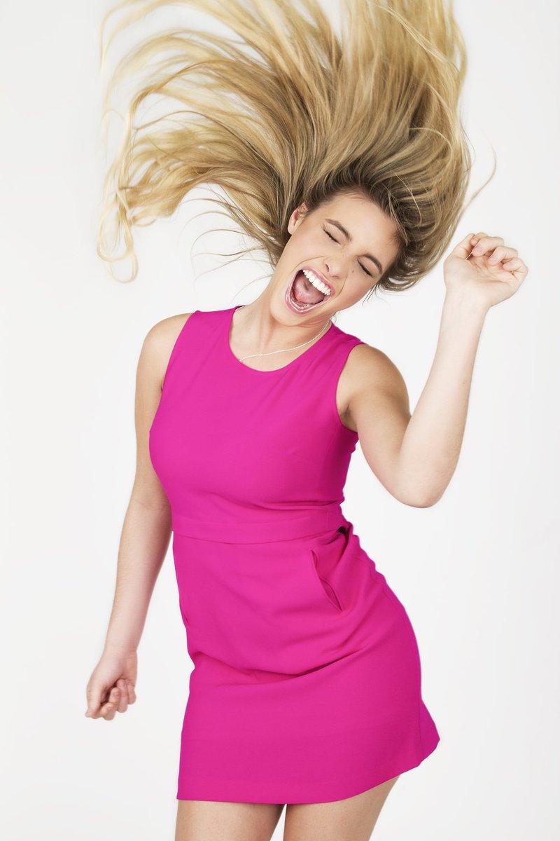 .@lelepons rocks her #GlitterBestOfMe issue! Download @iTunes! #lelepons! https://t.co/xcYjr6vJ3U