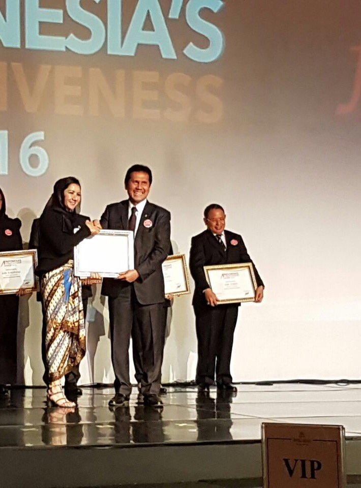 Bupati Kukar Rita Widyasari raih penghargaan