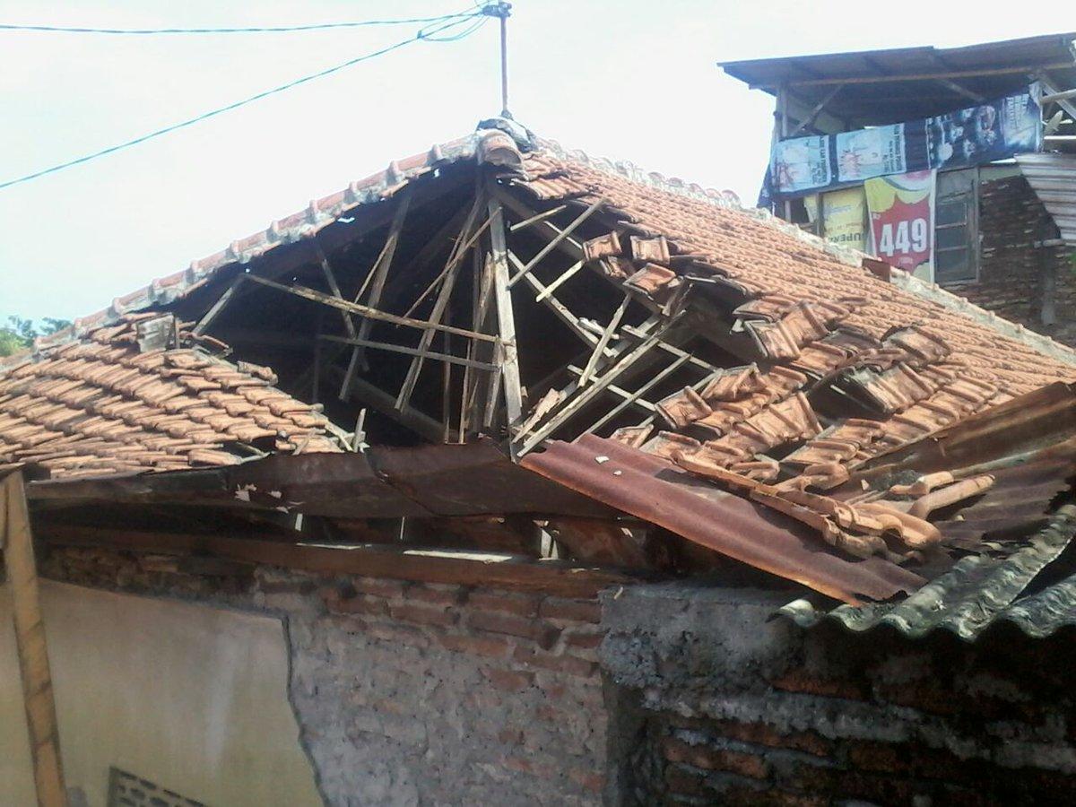 Image result for atap rumah roboh