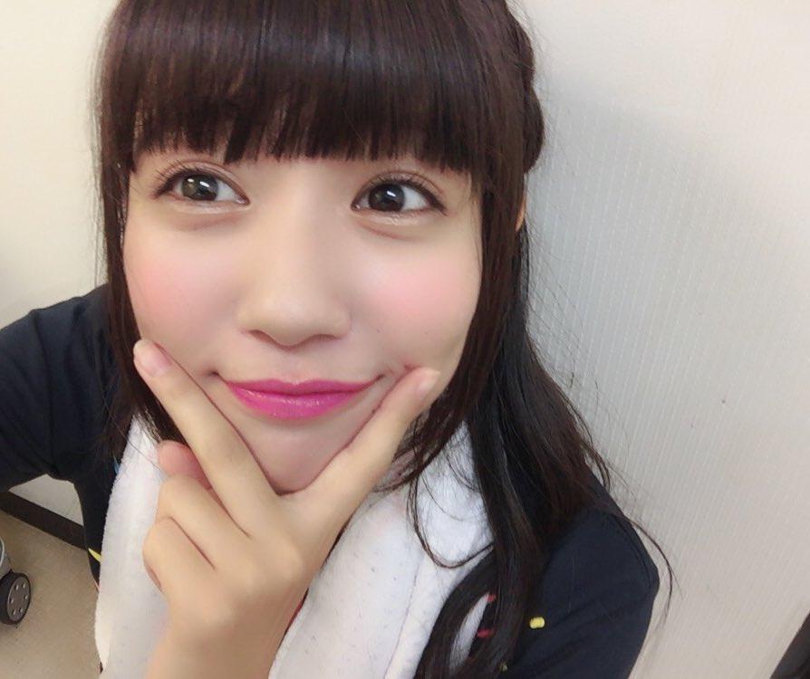 黒髪の荻野可鈴さん