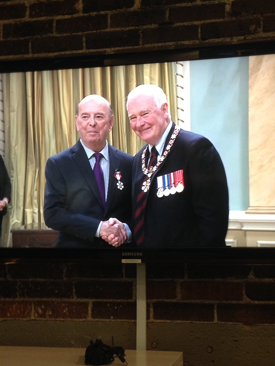 The legendary Bob Cole receiving the Order of Canada. https://t.co/hXUtUjTHNE