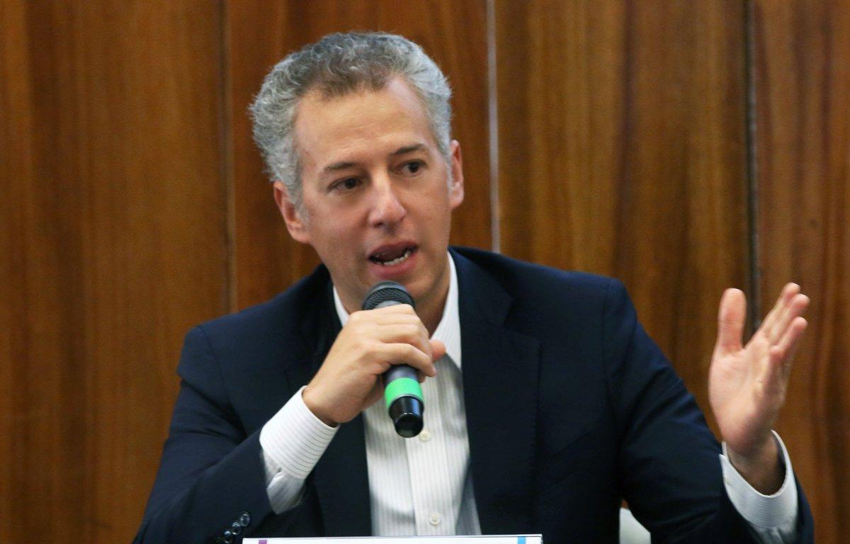 Joel Salas llama a universitarios a ejercer su derecho a saber para exigir las transformaciones que reclama el país