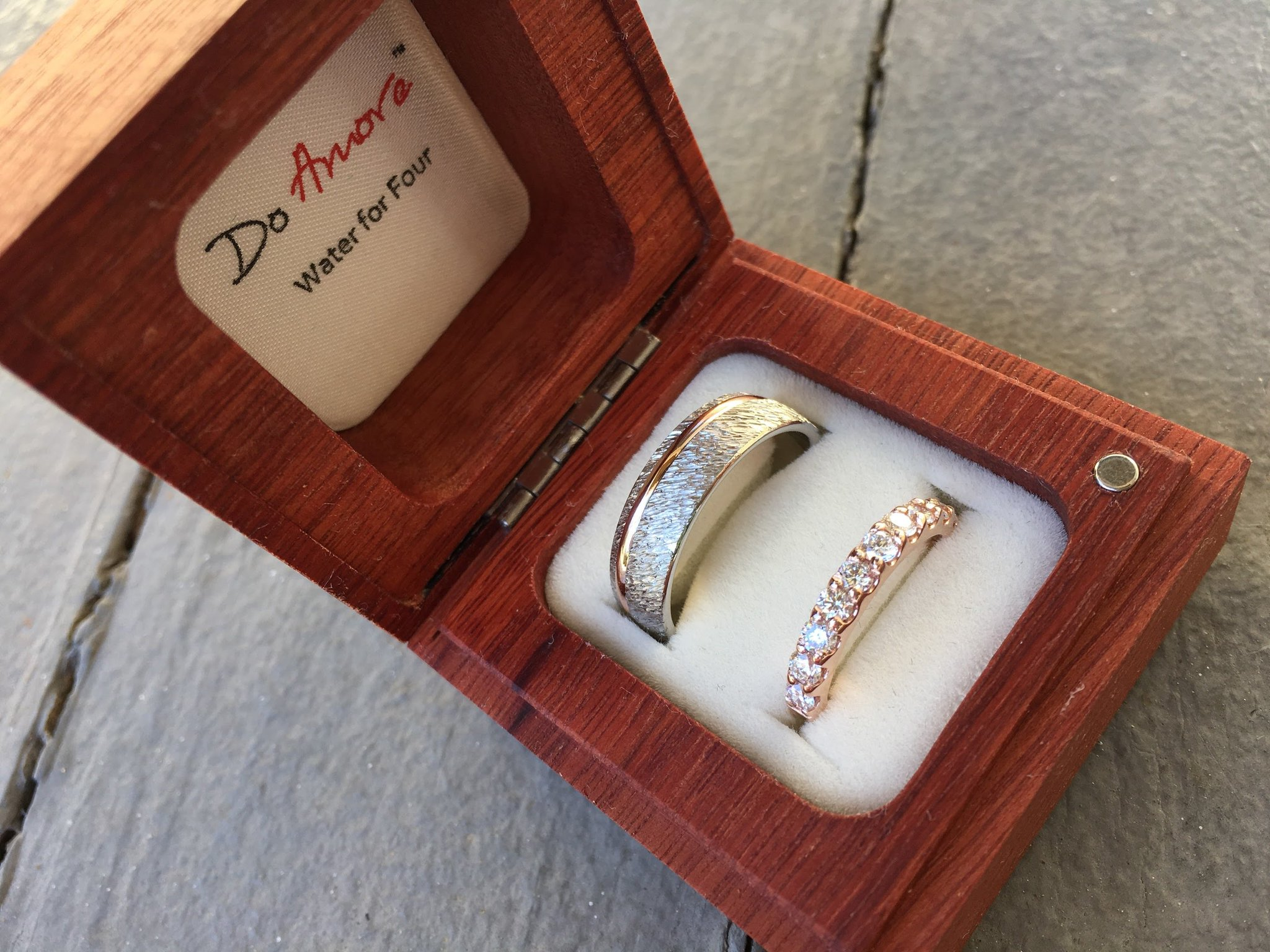 Amore Wedding Ring Box