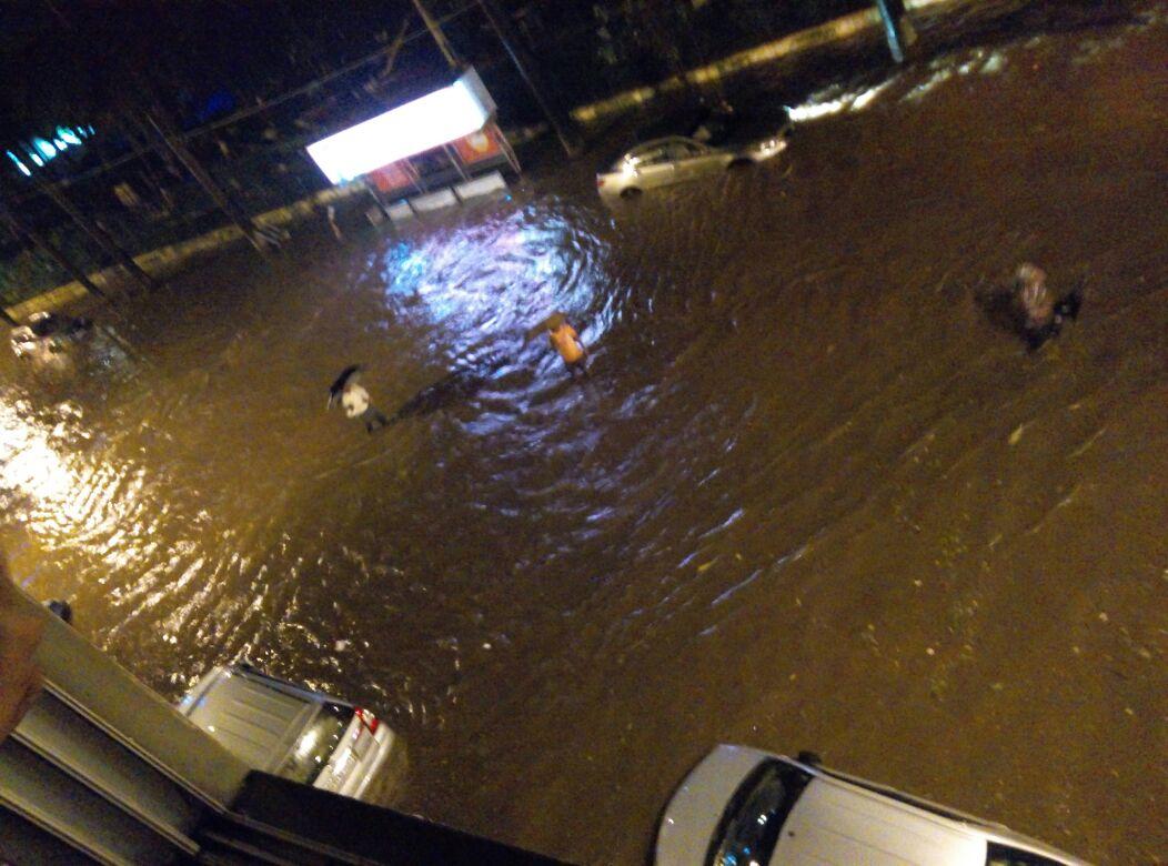Breach Candy,  Mumbai as of 10pm today #mumbairains @RidlrMUM https://t.co/YJvm9TsIGf