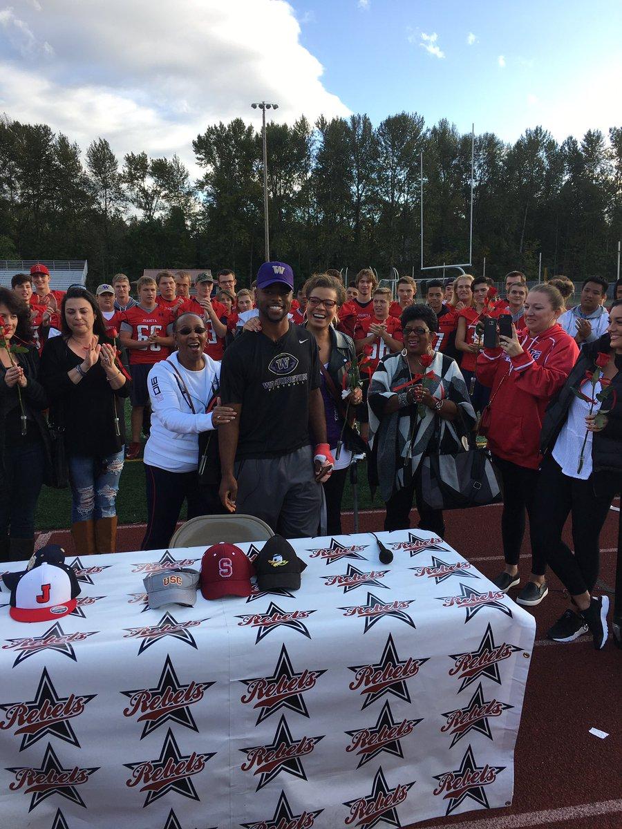 Kirkland (Wash.) Juanita four-star ATH Salvon Ahmed announces his commitment to the Washington Huskies... https://t.co/pCXXhDEowV
