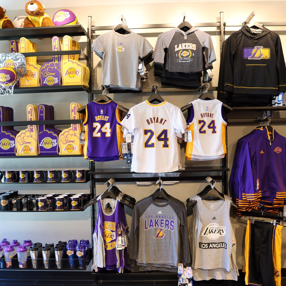 the best attitude 543e1 9abd6 Lakers Store on Twitter: