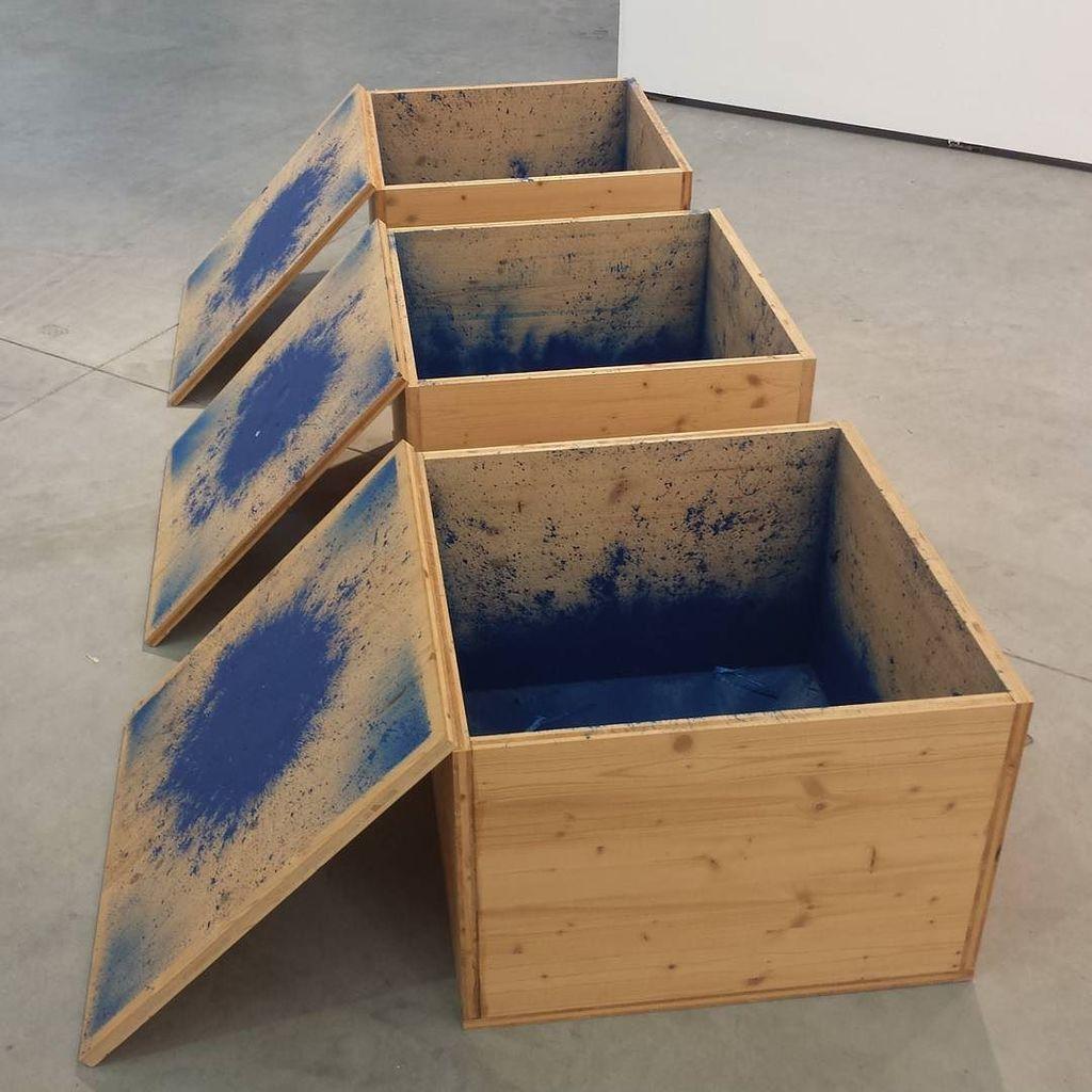 #romansigner #threeblueboxes #sculpture #galeriemartinjanda #viennacontemporary2016 https://t.co/mom3dGUTn5