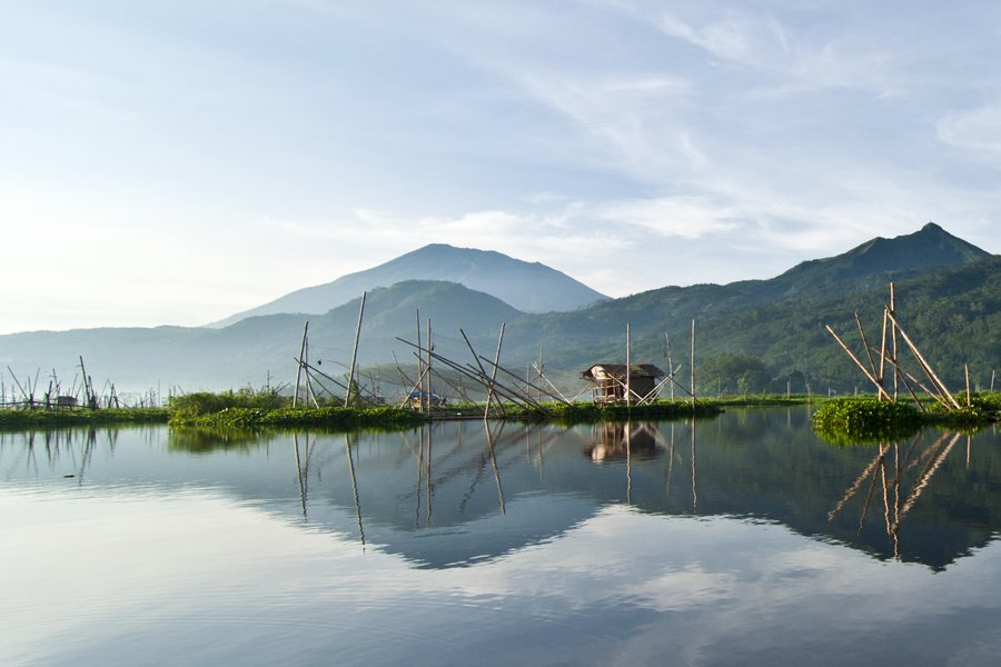 Rawa Pening, Semarang - Indonesia Sumber: flickr.com/photos/mrezafa… #rawa #rawapening #explore #Indonesia