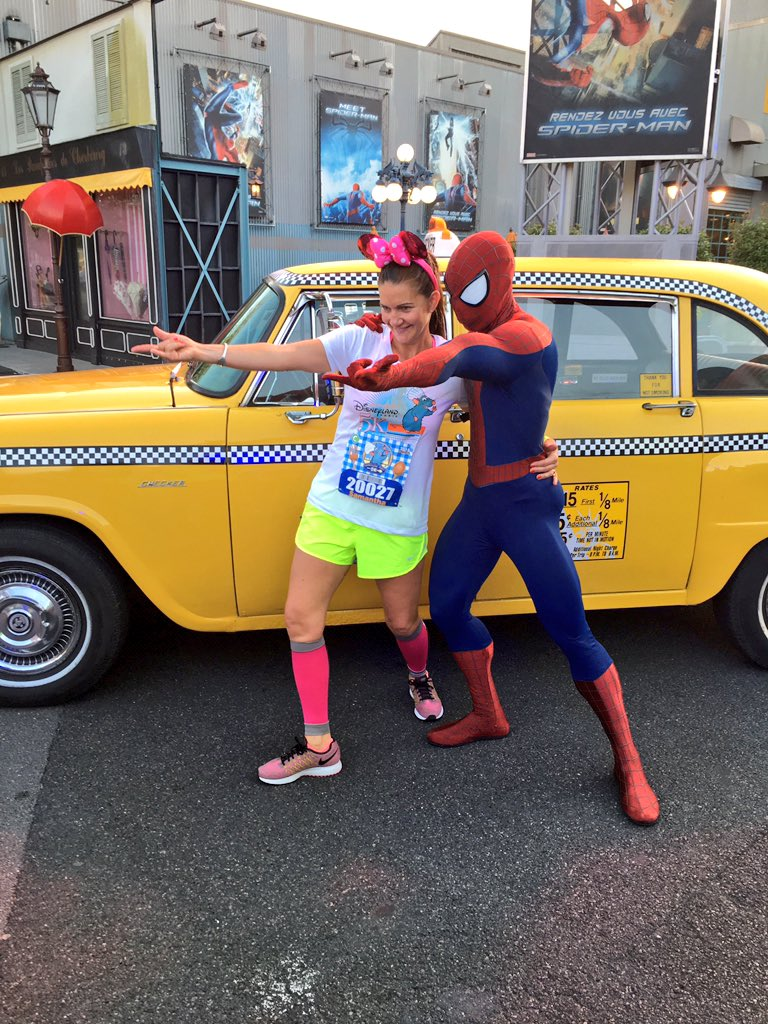 Tons of awesome characters on the #DisneylandParis5K course! #runDisney #DisneylandParisHalf https://t.co/APZT9E7Zfp