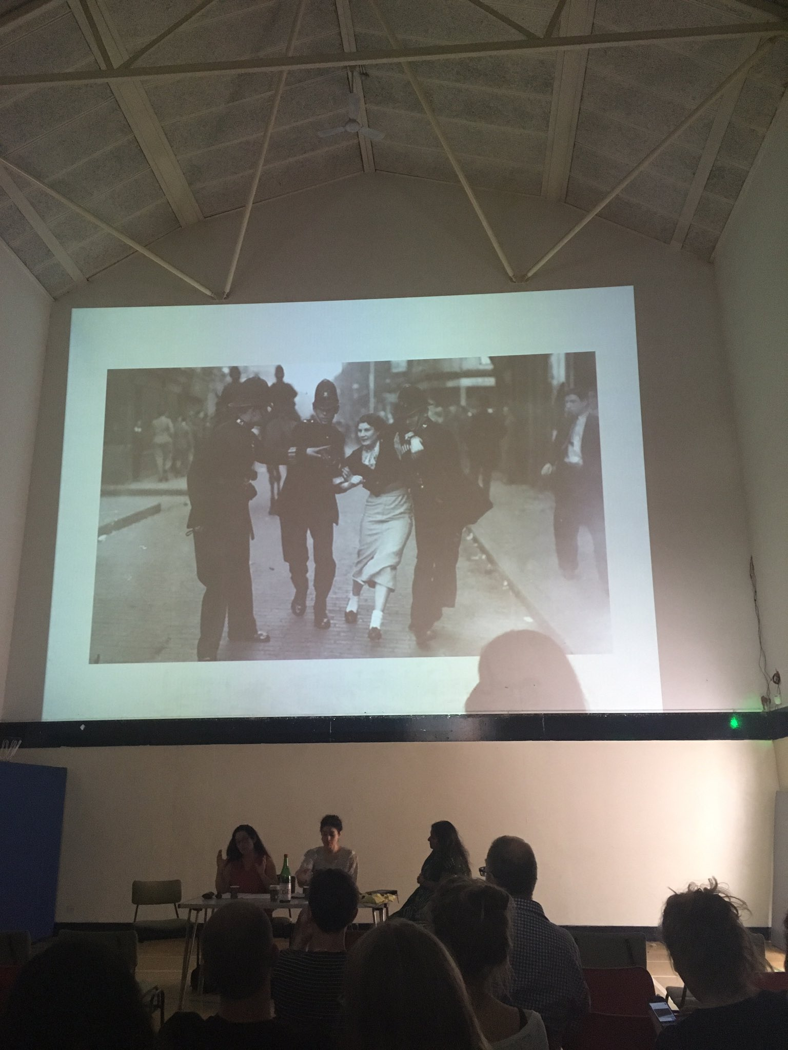 Listening to the wonderful @LondonCurious talk about the The Battle of Cable Street @EEWomensMuseum @SistersUncut https://t.co/IEtzsOG9Fg