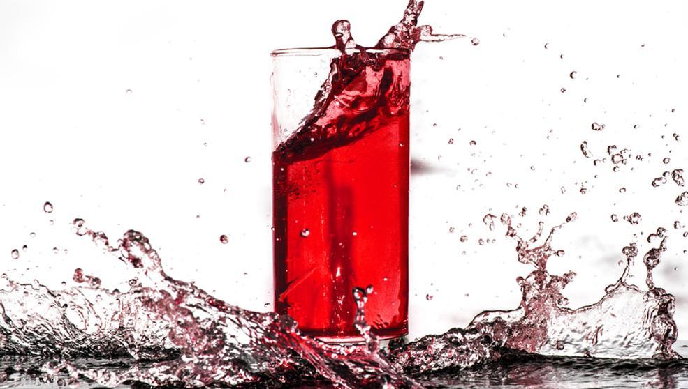 Beve bitter analcolico e si sente male: rischio contaminazione batterica.