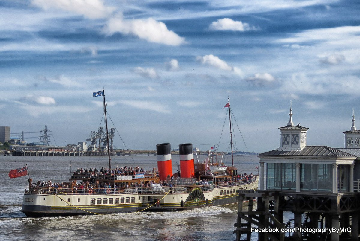 Photographed these at Gravesend today @PS_Waverley @CMVoyages @msMagellan and @LightVessel21 @estuaryfestival https://t.co/AG4ooAdyfj