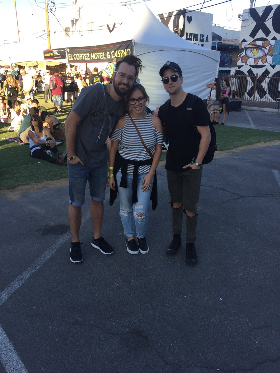 I met @dbeltwrites & @1LoganHenderson from big time rush @lifeisbeautiful ! Thx for taking a picture with me :) https://t.co/1s3McxDeAf