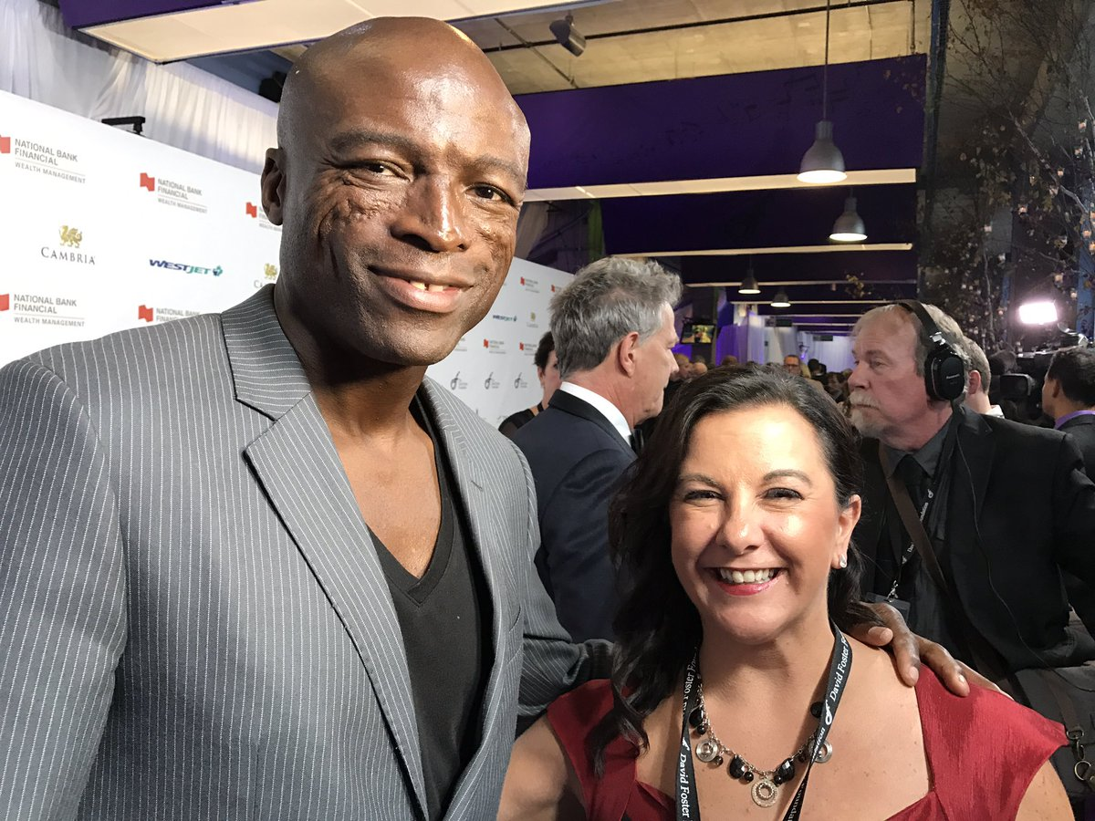 The stars just keep on coming. And @MichelleBailey1 managed to grab a photo with Seal! DFFGala