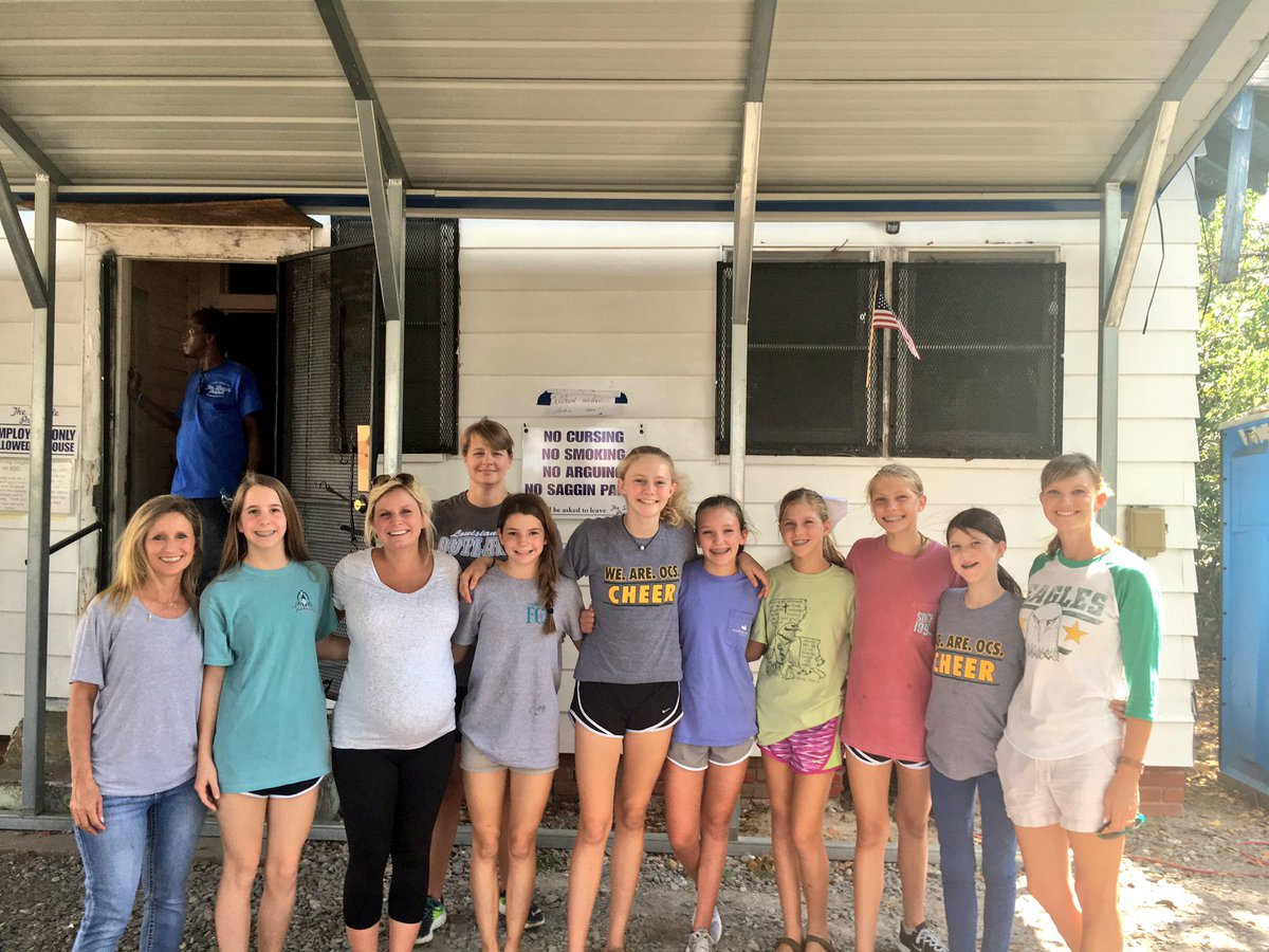 Mia's @EaglesOCS cheer team cooked and served 90+ people in need at Monroe's #TheSimpleProject today. #GodFundedMinistry #BeingHisHands