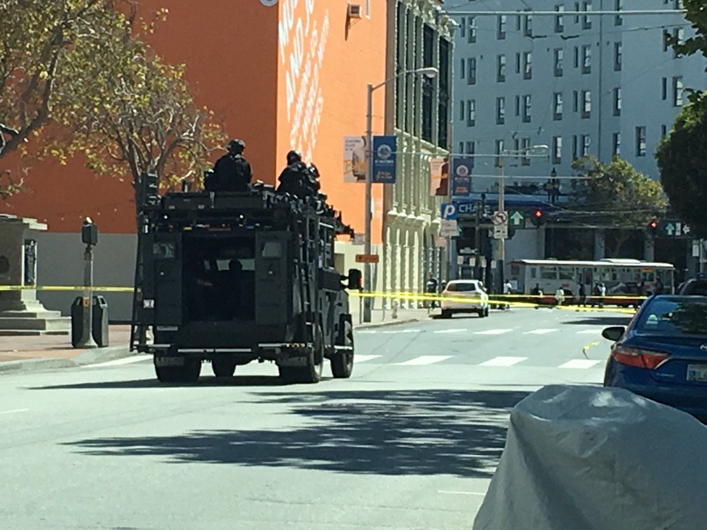 SWAT enters Civic Center @KTVU