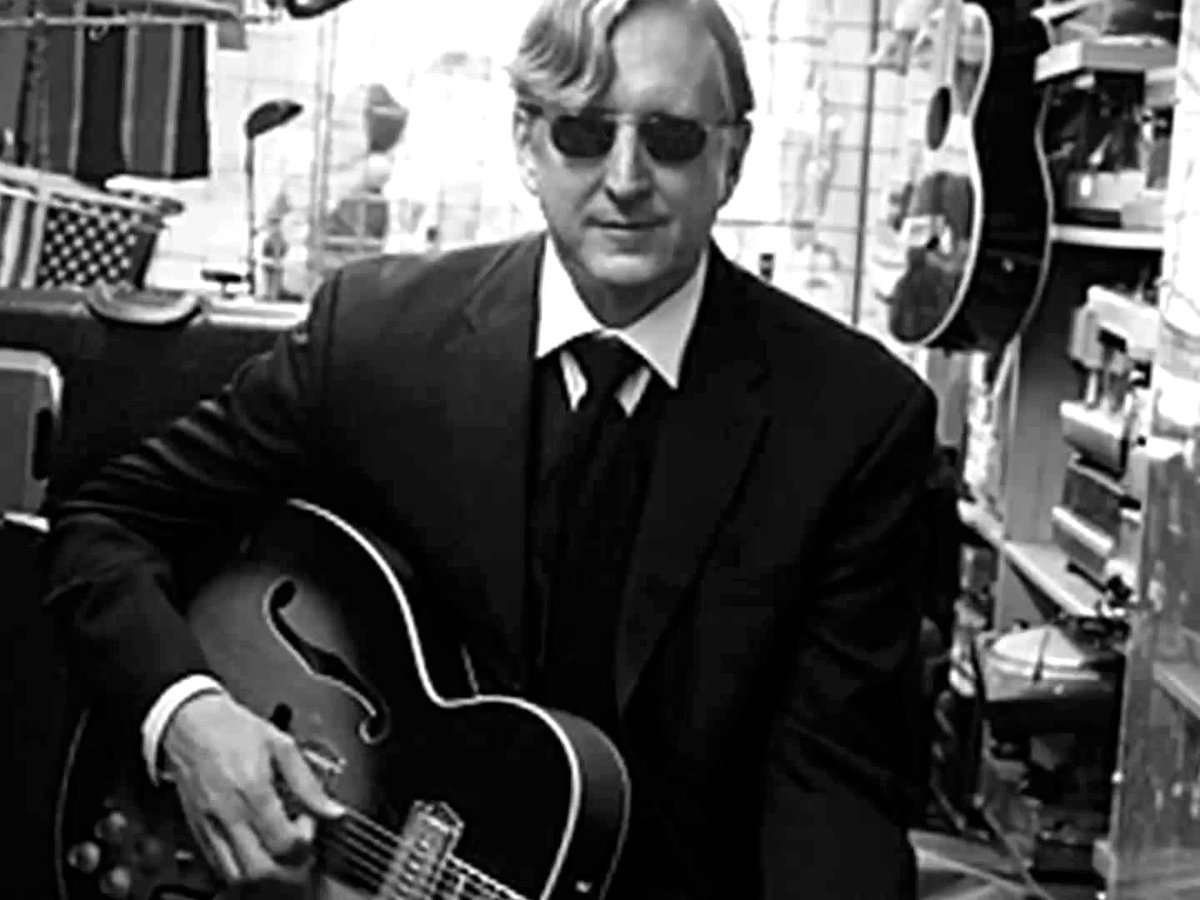 """Art is not a market to be conquered or to bow before. Art is a holy pursuit."" BOOM. #TBoneBurnett @AmericanaFest https://t.co/FWSehRCKbK"