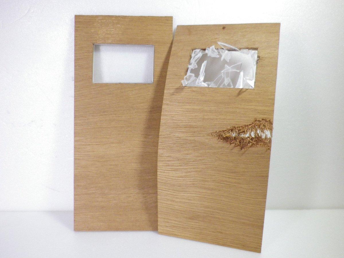 息抜きに「○○の時間だ!コラァ!!」のドア作りました pic.twitter.com/8ML2vvIt0K