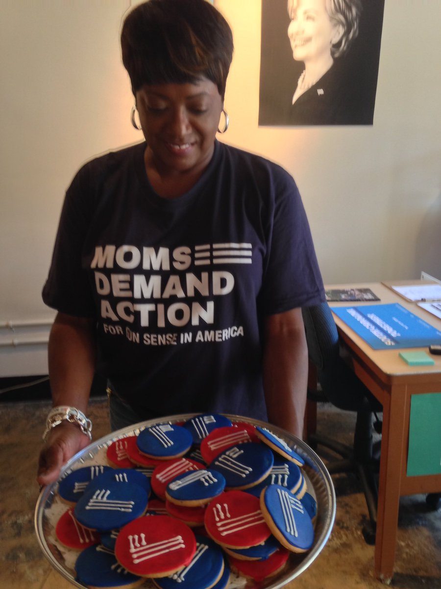 @MomsDemand delivering cookies today to #HRC4SC #SCforHillary #gunsensemajority #gunsensevoter https://t.co/wJH7TZ8bT4