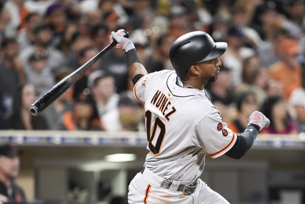 Núñez makes insane catch, Giants blow six-run lead before beating Padres in 10th