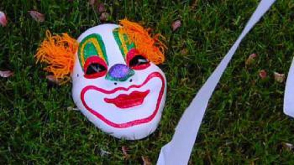 Tennessee officials issue warning about clowns luring children into the woods.