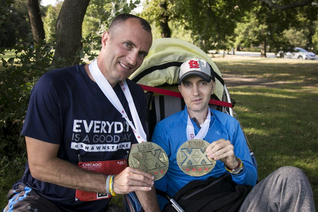 Brother helps twin with brain cancer finish @ChicagoHalf