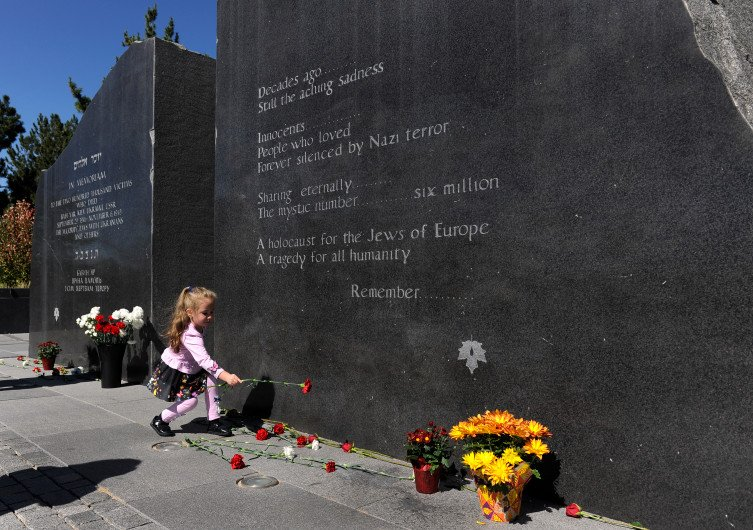 Jewish community remembers slaughter of Babi Yar at Denver memorial by @dpmcghee
