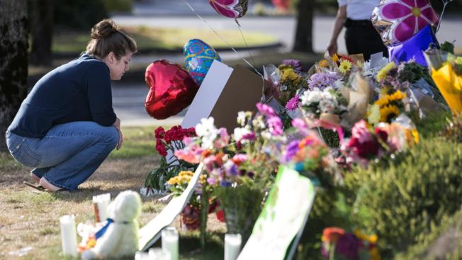 Mall shooting victims include teen, probation officer, Boeing worker