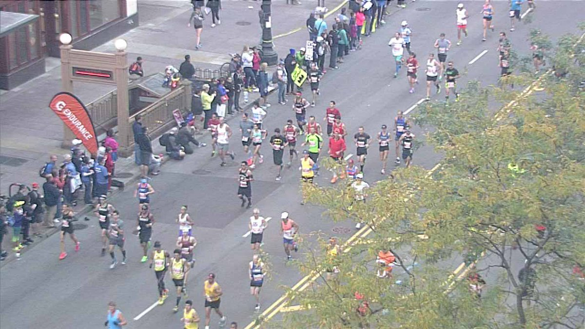 Famous marathoners give advice to runners before Chicago Marathon