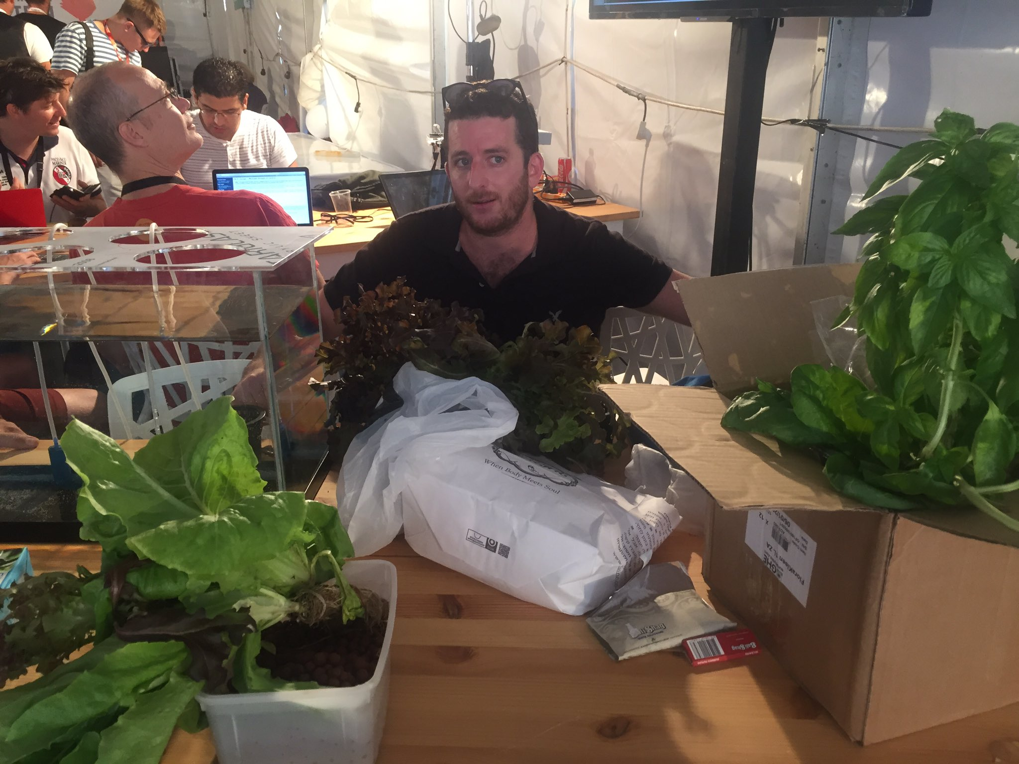 There is plants #green #IoT with @GroweeCo #hackdld @DLDTelAviv https://t.co/hSZYUhLFhk