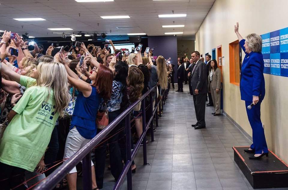 We live in a selfie world and it's weird. https://t.co/t3yotNuyis