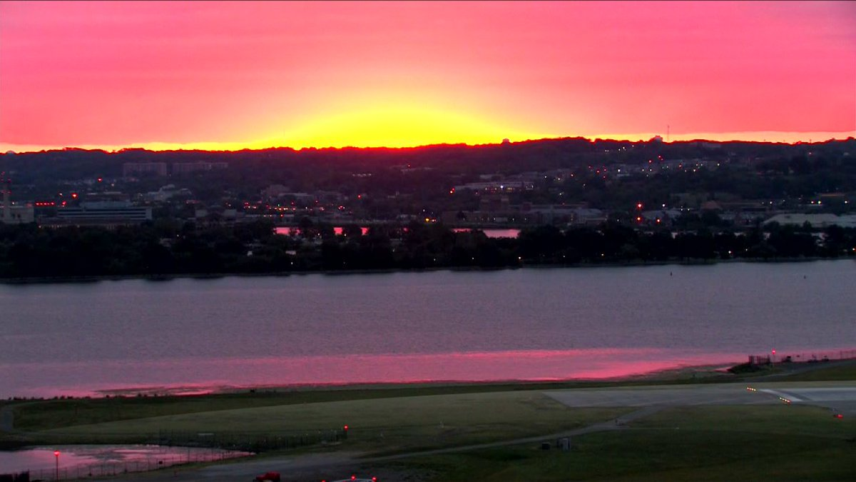 What a gorgeous start to the day! Sunrise at exactly 7am. @wusa9 WakeUpWash