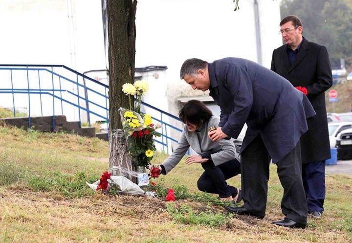 Очільники МВС та Генпрокуратури вшанували пам'ять загиблих поліцейських - фото 1