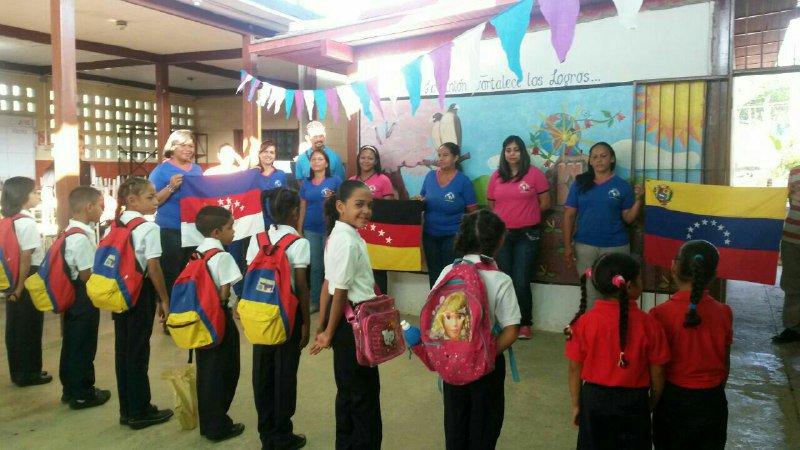 Escuelas del centro del país abrieron sus puertas este lunes