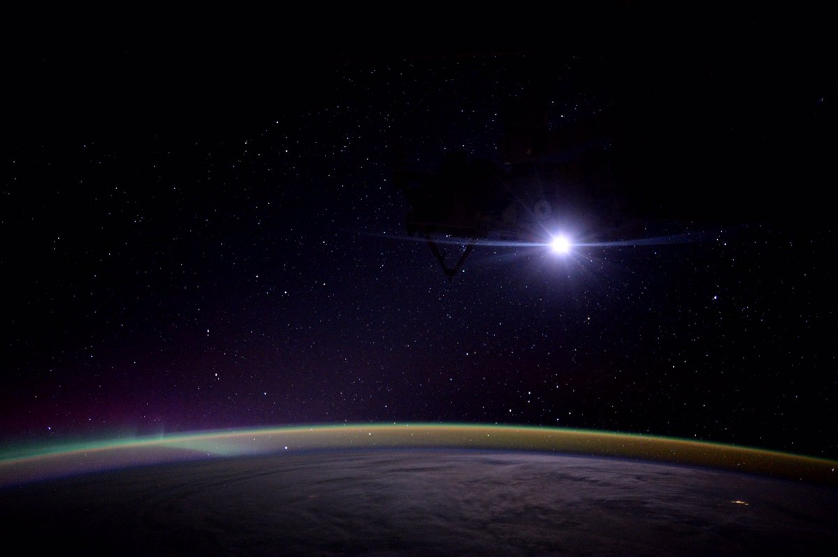 """Moonrise on the International Space Station."" #AstroKate https://t.co/T25Hy01yEM"