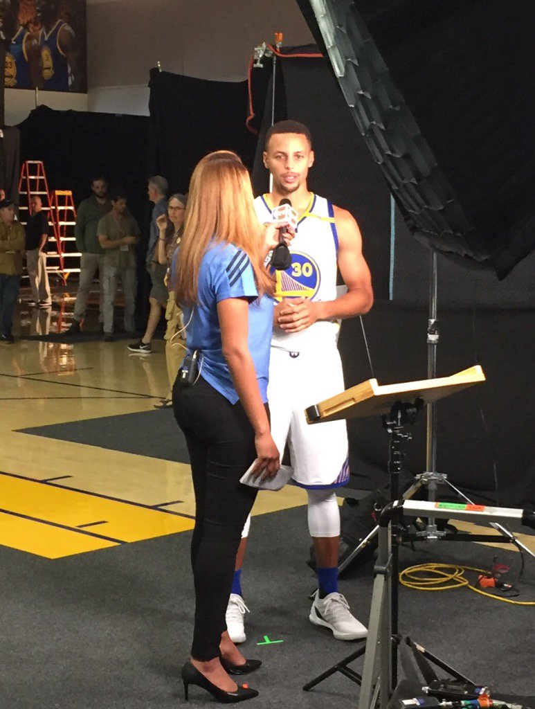 Steph taking a moment with Ros before heading to the podium