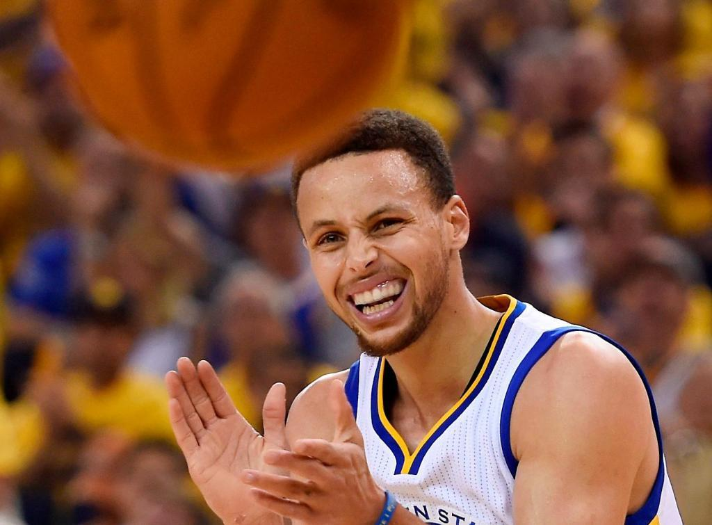 Warriors' Stephen Curry says he'll stand for anthem