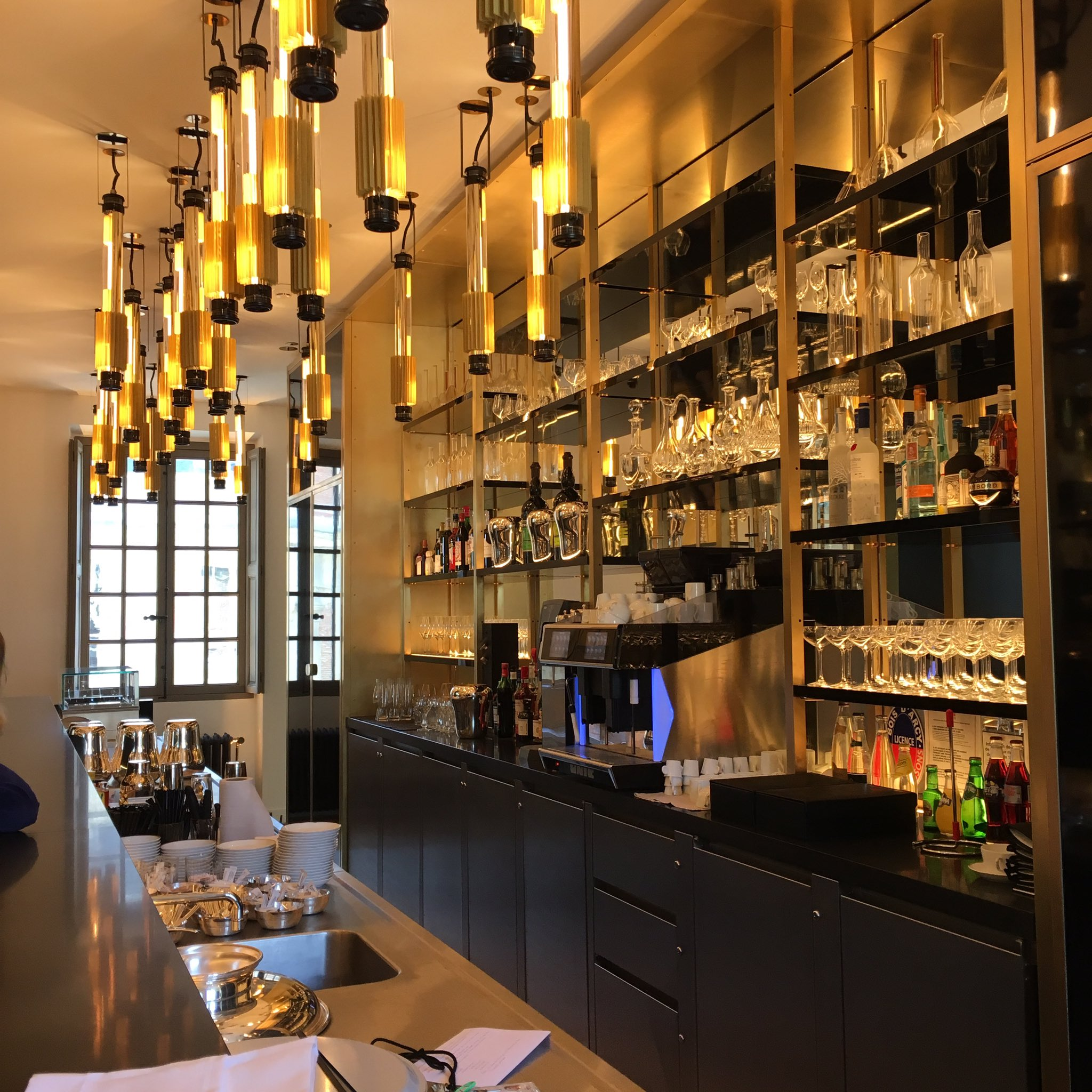 versaillesinmypocket on twitter le magnifique bar du restaurant ore alain ducasse au ch teau. Black Bedroom Furniture Sets. Home Design Ideas