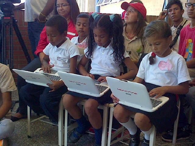 El presidente Nicolás Maduro entregó la Canaimita N° 5 millones