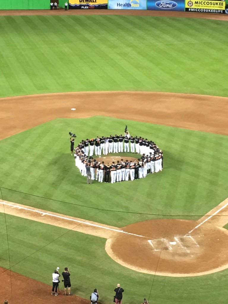 Moment of the Year #Marlins https://t.co/CMcIbpRJzj
