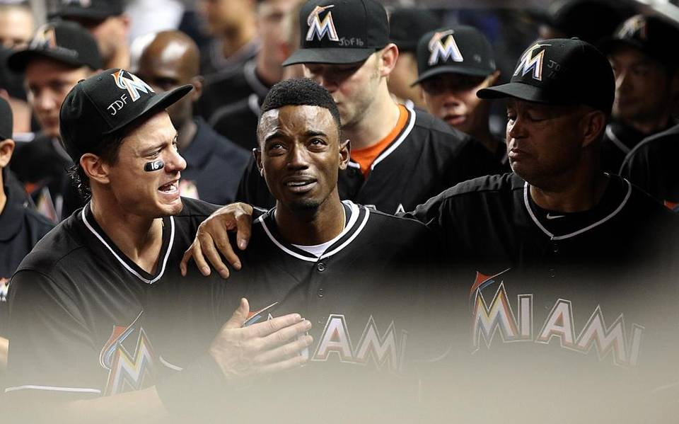 Dee Gordon hits home run, breaks into sobs after Fernandez tribute (with video).  #JDF16 https://t.co/xT9LXMSN8k https://t.co/Q3GBMmpybp