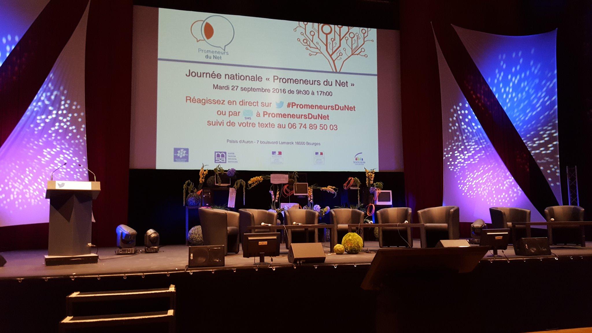 Belle salle pour les #promeneursdunet 350 personnes attendues #bourges https://t.co/Sf45g6OD0q