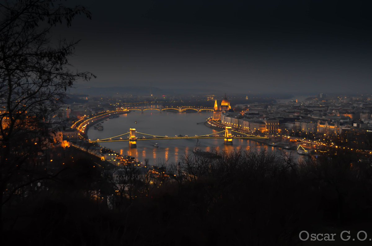 """""""Budapest is Sleeping""""  * Free gifts, & help #animals too! See:  * Please RT"""