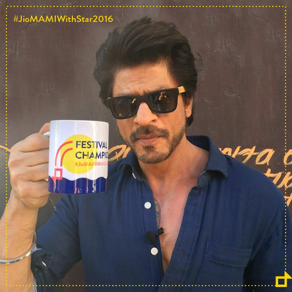 .@iamsrk Shah Rukh Khan sends us his love, all the way from Lisbon. #MAMIKhabar #JioMAMIwithStar2016 https://t.co/0ZdRZfmG2r