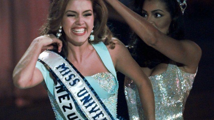 Clinton at debate: Trump called Miss Universe 'Miss Piggy'